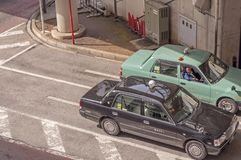 Один другого водителя такси беседуя стоковое изображение rf