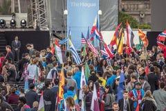 Один молодой саммит 2018 мира на вертепе Haag нидерландское 2018 Гости на вечере отверстия стоковое фото
