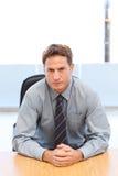 один уверенно менеджер представляя таблицу Стоковое Фото