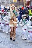 Одичалый как majorettes сопровождающаи и младенца на параде масленицы, Stutt Стоковое фото RF