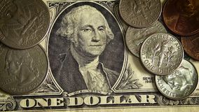 Одна долларовая банкнота и 8 сияющие монеток