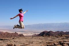 Одна женщина скачет для утехи Стоковая Фотография