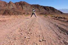 Одна женщина скачет для утехи Стоковые Фотографии RF