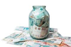Одна и пять тысяч рублевок банкнот в стеклянном опарнике Стоковая Фотография