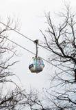 Одна кабина лыжи и сноуборда нося кабел-крана стоковые фотографии rf