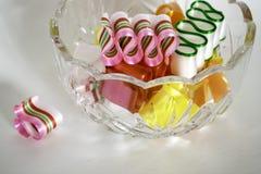 Одна сломленная часть конфеты ленты около шара вполне Стоковые Изображения RF