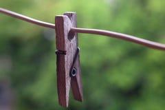Одна старая деревянная зажимка для белья Стоковые Фото