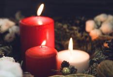 2 одних белизны свечи красных и Стоковые Фотографии RF