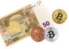 3 одних европейских валюты bitcoin и евро 50 Стоковые Фотографии RF
