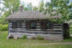 Одно здание школы комнаты в верхней деревне Канады, Онтарио стоковое фото rf
