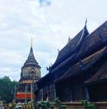Одно из Chiangmai& x27; s большинств впечатляющие chedis стоковые изображения
