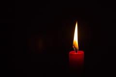 Одно освещенное свечка Стоковое Изображение RF