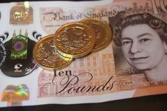 10 5 одно примечание 10 монетки фунта, 5, 1, Стоковое Изображение RF