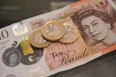 10 одно примечание монетки фунта Стоковое Фото
