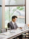 одно усаживание конференц-зала бизнесмена Стоковые Изображения RF