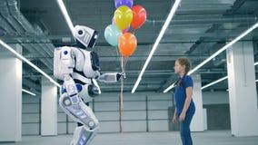 Одно droid давая красочные воздушные шары девушке Концепция будущего видеоматериал