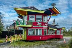 26-ое августа 2016 - северный полюс, Аляска к югу от Фэрбенкса, Аляска - сувенирный магазин ресторана закрытый на сезон Стоковое Изображение
