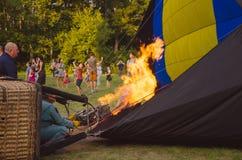 26-ое августа 2017 Украина, белая церковь Варенье воздушного шара Подготовка для старта горячего воздушного шара Стоковые Изображения RF