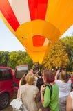 26-ое августа 2017 Украина, белая церковь Варенье воздушного шара Подготовка для старта горячего воздушного шара Стоковая Фотография RF