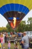 26-ое августа 2017 Украина, белая церковь Варенье воздушного шара Подготовка для старта горячего воздушного шара Стоковое Изображение RF