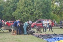 26-ое августа 2017 Украина, белая церковь Варенье воздушного шара Подготовка для старта горячего воздушного шара Стоковое Фото