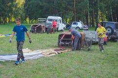 26-ое августа 2017 Украина, белая церковь Варенье воздушного шара Подготовка для старта горячего воздушного шара Стоковое фото RF