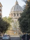 19-ое апреля 2018, Рим, через alla Stazione, St, купол peters Vatic стоковые изображения rf
