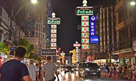 15-ое апреля 2017: Рынок для vender на дороге Чайна-тауна, главная улица ночи Yaowarat в Чайна-тауне, раз ориентир ориентира Банг Стоковые Изображения