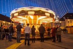 24-ое декабря 2014 СИБИУ, РУМЫНИЯ Света рождества, рождество справедливое, настроение и идти людей Стоковые Фотографии RF