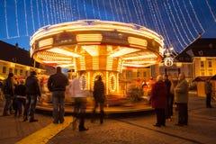 24-ое декабря 2014 СИБИУ, РУМЫНИЯ Света рождества, рождество справедливое, настроение и идти людей Стоковое Изображение RF