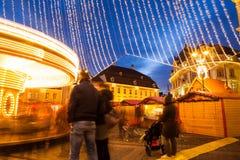 24-ое декабря 2014 СИБИУ, РУМЫНИЯ Света рождества, рождество справедливое, настроение и идти людей Стоковые Фото
