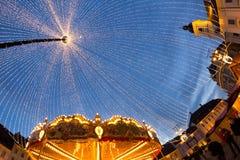 24-ое декабря 2014 СИБИУ, РУМЫНИЯ Света рождества, рождество справедливое, настроение и идти людей Стоковая Фотография RF