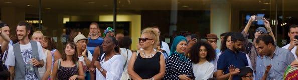 21-ое июля 2018 - Лондон, Великобритания: Аудитория на музыкальном фестивале Африки Утопии на Southbank Лондона стоковое изображение