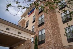 1-ОЕ ИЮЛЯ 2018 - ALAMOGORDO, NM: Взгляд гостиницы и сюит Marriott Fairfield стоковые фотографии rf