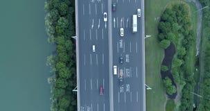28-ое июня 2018 Город Китая, Сучжоу Воздушный полет трутня над дорожным движением вечера Двухуровневая транспортная развязка Взгл сток-видео