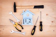 12-ое июня - День отца Мужская концепция Инструменты ремонта - молоток, отвертки, регулируемые ключи, плоскогубцы Лист белой бума стоковые фотографии rf