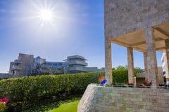 8-ое июня 2018 Лос-Анджелес/CA/США - ландшафт в современном центре Getty; средневековая смотря колоннада и стены предусматриванны стоковое фото