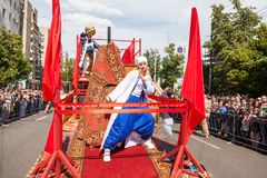 12-ое июня 2018, РОССИЯ, ВОРОНЕЖ: Парад уличных театров Международный Platonic фестиваль Стоковые Изображения RF