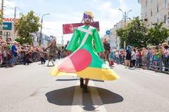 12-ое июня 2018, РОССИЯ, ВОРОНЕЖ: Парад уличных театров Международный Platonic фестиваль Стоковое Фото