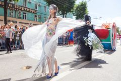 12-ое июня 2018, РОССИЯ, ВОРОНЕЖ: Парад уличных театров Международный Platonic фестиваль Стоковые Фото