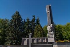 11-ое июня 2018 Россия Город Domodedovo день Обелиск славы к солдатам солдат-Domodedovo которые умерли во время стоковая фотография