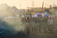 21-ое июня 2015 Фестиваль Glastonbury, Великобритания Закоптелый, выравнивающ backlig стоковое изображение