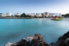 16-ое июня 2017, Felanitx, Испания - взгляд пляжа Cala Marcal на заходе солнца без любых человеков Стоковые Изображения RF