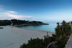 16-ое июня 2017, Felanitx, Испания - взгляд пляжа Cala Marcal на заходе солнца без любых человеков Стоковое Изображение