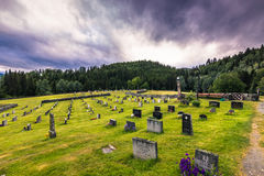 18-ое июля 2015: Погост Eidsborg ударяет церковь, Норвегию Стоковая Фотография RF
