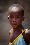 ½ 18-ое марта ¿ ï АККРА, ГАНЫ: Неопознанное африканское представление и уборная девушки Стоковое фото RF