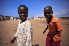 ½ 18-ое марта ¿ ï АККРА, ГАНЫ: Неопознанные африканские мальчики приветствуя к t Стоковые Изображения RF