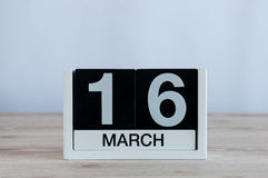 16-ое марта День 16 месяца, ежедневного календаря на предпосылке деревянного стола Весенний день, пустой космос для текста Стоковое Изображение