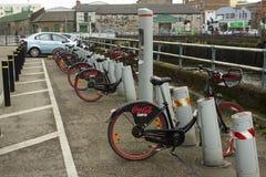 18-ое марта 2018 популярный кокс нул стоек найма велосипеда на набережной Мэтью отца в городе Ирландии пробочки Стоковое Фото