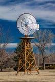 6-ое марта 2017, KEARNEY НЕБРАСКА, рекреационная зона положения ветрянки, около Kearney, Небраска - античная ветрянка в движении Стоковые Изображения